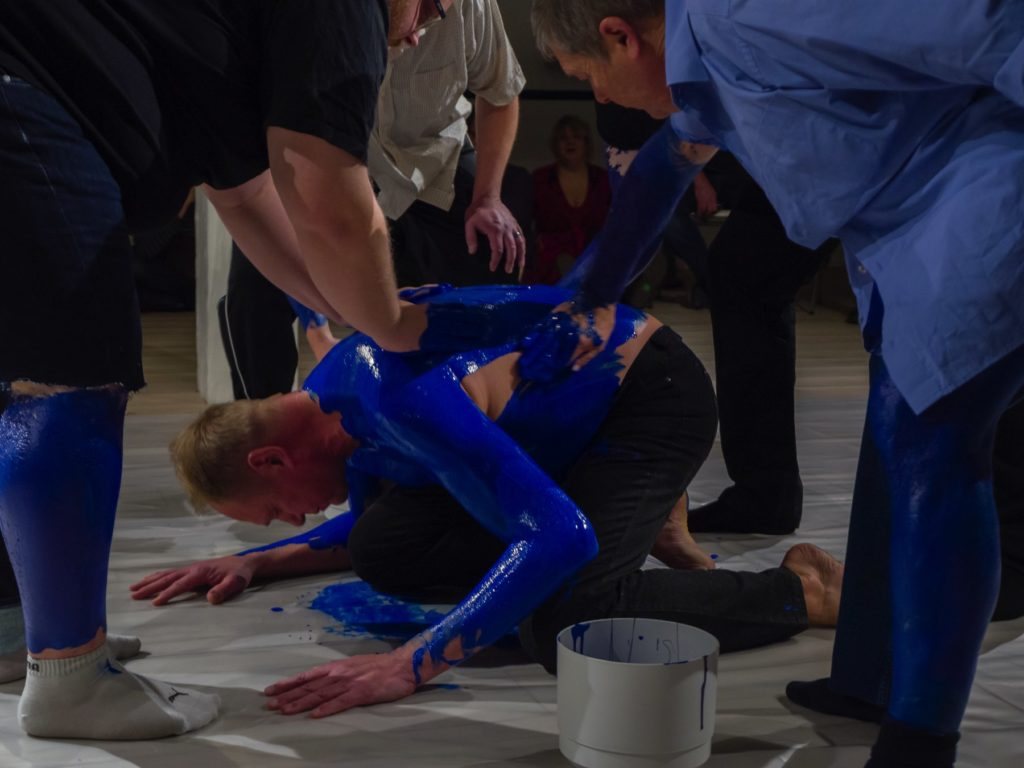 Elias Björn, As I Lay My Hand (Blue Monochrome), 2019, performance, length: 40 min.